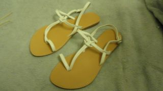 White Womens Sandals Thongs Shoes Size 7 US EUR 37 New