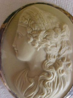 Stone Glass High Relief Cameo Brooch Hera Queen Heaven Love Marriag
