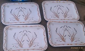 Vintage Metal TV Trays w Gold Wheat Pattern 17 1 2 x 12 1 2 Normal