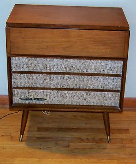 Vintage Tube Retro AM / FM Stereo Console Turntable Mid Century Peg
