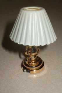NEW   BATTERY POWERED LED BRASS TABLE LAMP FLUTED SHADE INC BATTERY