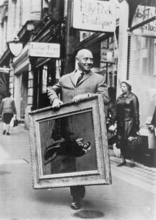 1967 David Mann walks down Bond Street in London carrying a Picasso