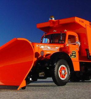 STATE HI WAY DEPT.   MACK L Model DUMPTRUCK SNOW PLOW    First Gear