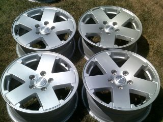 4x4 JK Sahara 2012 Factory 18 Wheels Silver Alloy Mag Rims