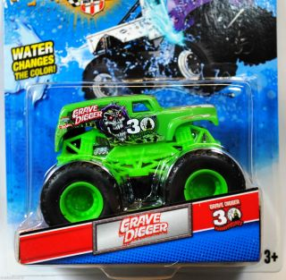 HOT WHEELS 2012 MONSTER JAM TRUCK COLOR SHIFTERS GREEN TO PURPLE GRAVE