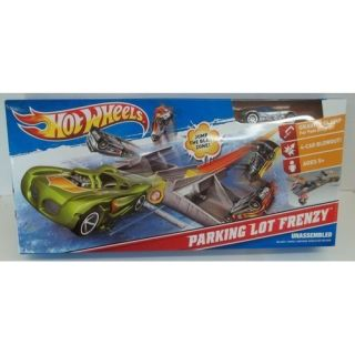 Ho Wheels PARKING LO FRENZY Playse Silver Car Huge Crashes rack