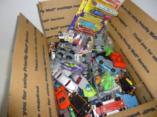 LOT OF OVER 100 CARS HOT WHEELS MATCHBOX AND OTHERS BRANDS MOSTLY DIE
