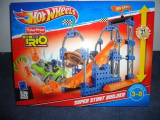 Fisher Price HOT WHEELS TRIO SUPER STUNT BUILDER   93 PIECE SET   NEW