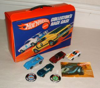 Red Line 24 Car Race Case with Cars and Badges
