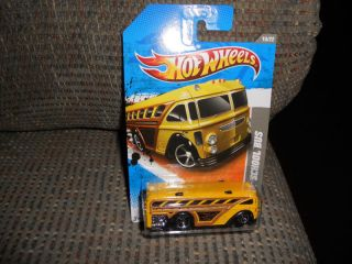 Hot Wheels Video Game Heroes Surfin School Bus 10 22