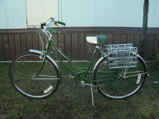 1972 Schwinn Breeze Ladies Bicycle 26 wheels Cruiser bike Campus Green